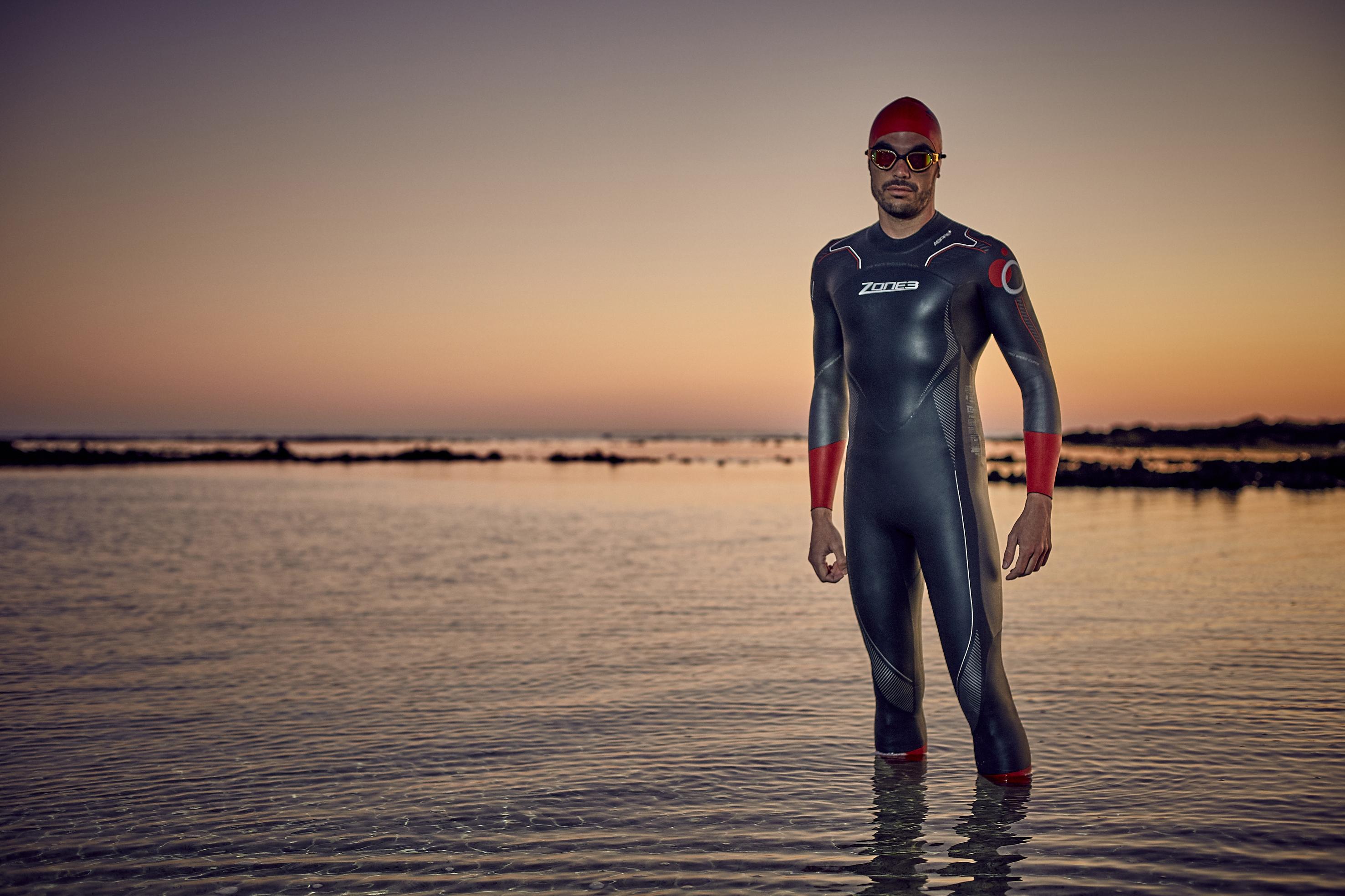men-s-aspire-wetsuit-lifestyle-4-.jpg